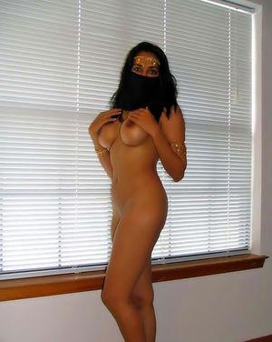 Фигуристая мусульманка с большими сиськами 3 фото