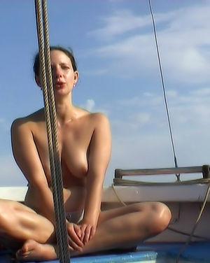 Скрытая съемка на нудистском пляже в России 8 фото