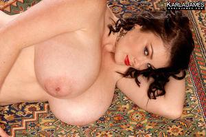 Пышная телка с натуральной грудью 18 фото