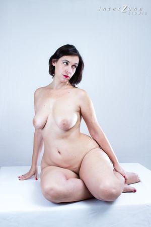 Дамочка показала свое прелестное тело 10 фото