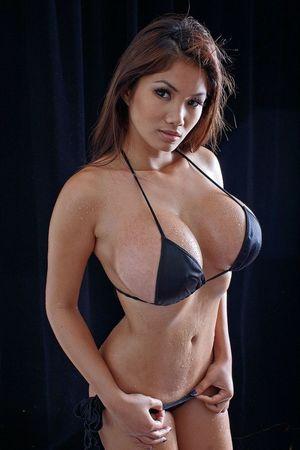 Xena Kai - азиатская модель с большой грудью 5 фото