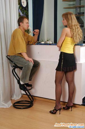 Парень имеет узкую попку милой блондинки 2 фото