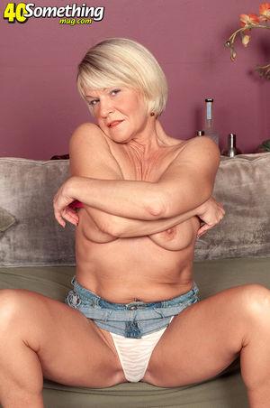 Пожилая тетка фотографируется нагишом 6 фото