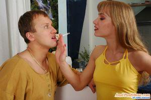 Парень имеет узкую попку милой блондинки 0 фото