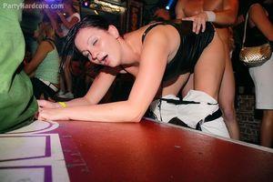 Напились и давай трахаться в ночном клубе 2 фото
