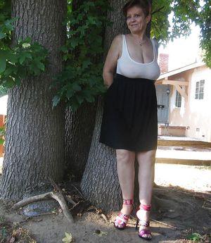 Бабуля без комплексов выставила свои титьки 0 фото