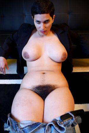Порнозвезда с мохнатой щелью 1 фото