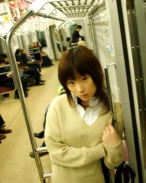 Азиатская студентка в красном купальнике 1 фото