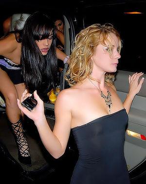 После вечеринки уединилась с лысым ебарем 0 фото