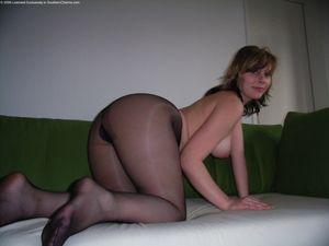 Женщина с толстой жопой в нейлоновых колготках 10 фото