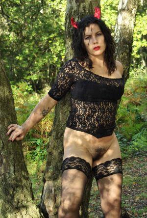 Фото зрелых дамочек на Хэллоуин. 5 фото