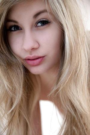 Фото сладенькой блондинки 1 фото