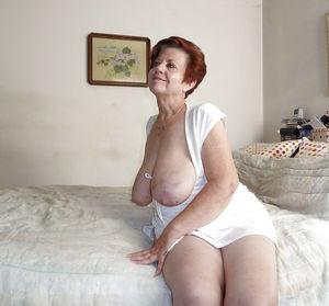 Бабуля не стесняясь обнажилась 4 фото