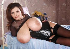 Milena Velba в черном латексном корсете 7 фото