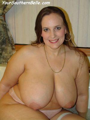 Толстая тетка принимает ванну 1 фото