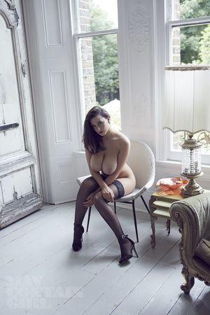 Эротические фото страстной брюнетки. 1 фото