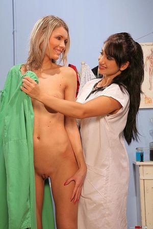 Медсестра трахнула попку зрелой пациентки 2 фото