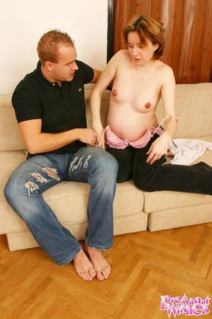 Выебал беременную жену в волосатую пизду 2 фото