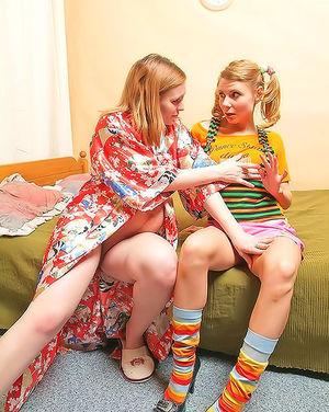 Пришла к беременной подруге ради кунилингуса 2 фото