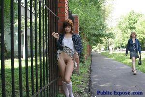 Девушка из России оголяет волосатую пизду в публичных местах