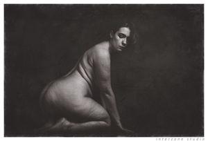 Черно-белое фото зрелки с широкими бедрами 13 фото
