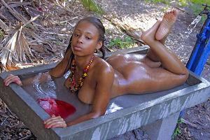 Сексуальная негритяночка 4 фото