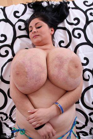 Пухлая баба с обвисшими дойками 10 фото
