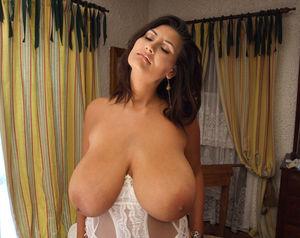 Alexandra Moore в красивом белом белье и чулках 3 фото