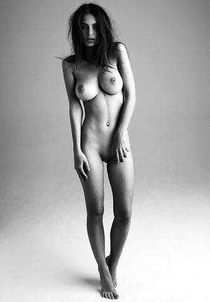 Черно-белое фото Эмили Ратажковски 6 фото