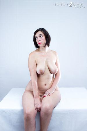 Дамочка показала свое прелестное тело 6 фото