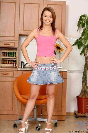 Худенькая студентка с круглой заднице и маленькими сиськами 1 фото