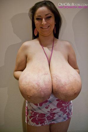 Тетка с огромной грудью 13 фото