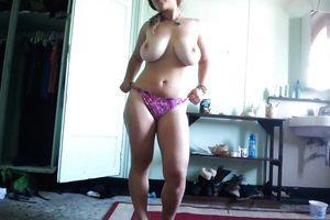 Самочка с большой грудью показывает домашние фото 13 фото