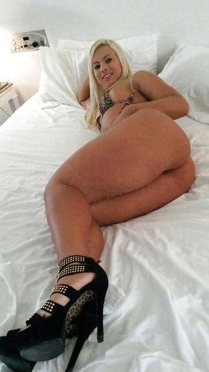 Блондинка с большой жопой 2 фото