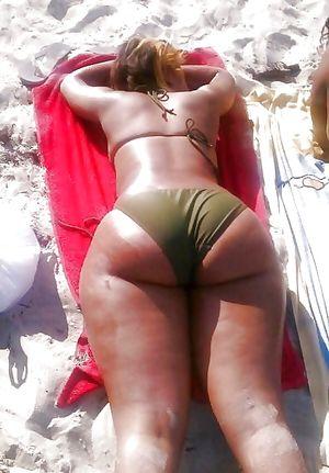 Фото девок с пышными задницами. 17 фото