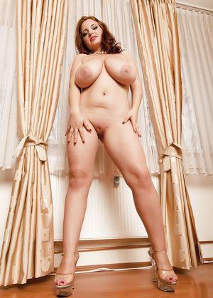 Сексуальная женщина с пышной большой грудью 12 фото