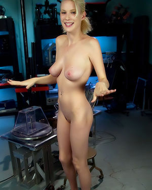 Секс машина заставила кончить грудастую блондинку 13 фото