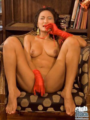 Азиатка наслаждается секс игрушкой 11 фото