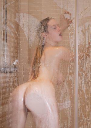 Пока мылась в душе успела подрочить