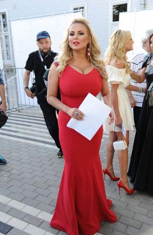 Анны Семенович фото в разных нарядах 3 фото