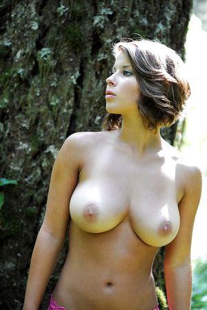 Дамы с достойной грудью 7 фото