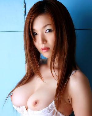 Азиатка выставила мохнатую пизду 10 фото