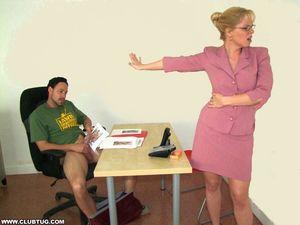 Начальница застукала за мастурбацией