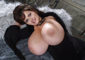 Огромные буфера зрелой дамы 1 фото