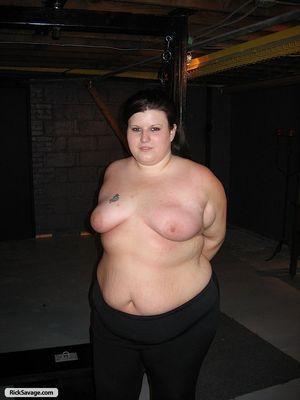 Толстушка попробовала БДСМ со свечей 10 фото