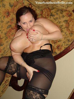 Зрелая толстая тетка в нейлоне. 17 фото