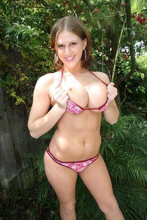 Девушка с силиконовой грудью 1 фото