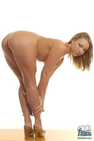 Зрелая модель показала свое тело 1 фото