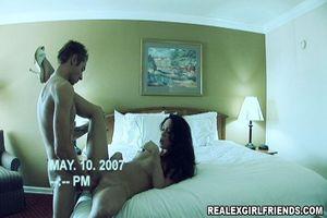 Устроили домашнее порно со скрытой камерой 9 фото