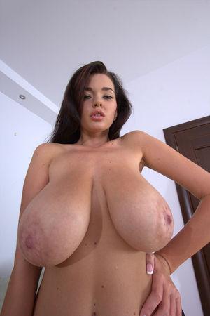 Симпатичная азиатка с большими сиськами 6 фото